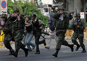 Во время штурма лагеря таиландской оппозиции в Бангкоке погиб итальянский журналист