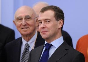 Медведев призвал россиян отдыхать в своей стране