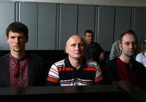 Пятеро активистов получили условные сроки за повреждение памятника Ленину в Киеве