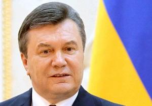 Янукович призвал украинцев к единству под сине-желтым флагом
