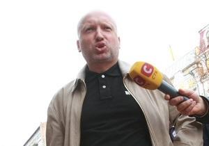 Турчинов прибыл на допрос в Генпрокуратуру