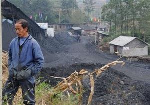 В затопленной китайской шахте оказались заблокированы 28 горняков
