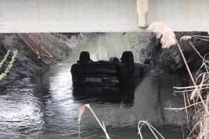 новости Севастополя - ДТП - В Севастополе автомобиль с иностранцами сорвался в реку, есть жертвы
