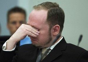 Брейвик прослезился в зале суда