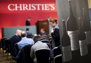 На аукционе Christie s выручена рекордная сумма за бутылку вина