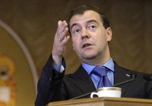 Медведев считает излишне дорогую нефть катастрофой для России