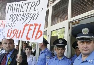 Фотогалерея: Расследуй или уходи! Журналисты пикетировали МВД с требованием отставки Захарченко