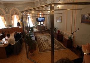Батьківщина о суде над Тимошенко: Расставленные в стеклянной клетке фикусы заберите в Межигорье