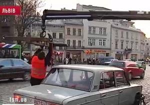 Во Львове суд приостановил работу эвакуаторов