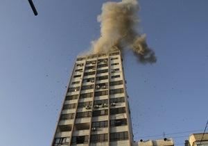 Израиль атаковал высотное здание с офисами СМИ в Газе. Освещать войну с боевиками направляются сотни журналистов со всего мира