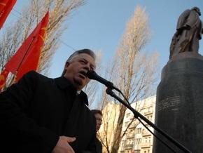 Двое депутатов предлагают запретить в Украине коммунистическую идеологию