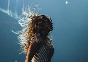 Во время выступления Бейонсе волосы певицы затянуло в вентилятор