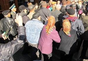 Митингующие пенсионеры обратили в бегство мэра Черкасс