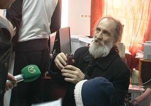 В Киеве задержали мошенника, представлявшегося священником и просившего милостыню