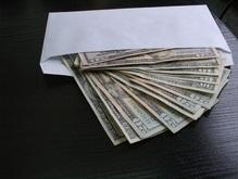 Сумма средней взятки в Украине составляет 5 тысяч долларов