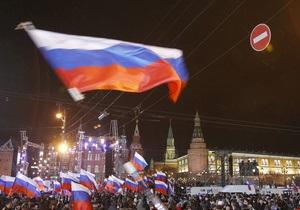 Десятки тысяч сторонников Путина заполонили Манежную площадь в Москве