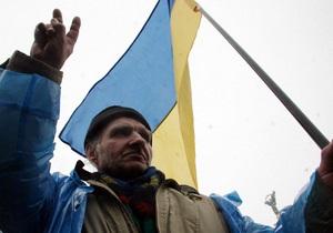 СМИ: В центре Киева 800 человек требуют отставки Кабмина и перевыборов Рады