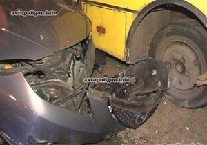 В Киеве маршрутка с пассажирами попала в ДТП