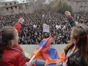 В Ереване оппозиция провела многотысячный митинг