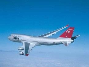 В США пассажирский самолет совершил экстренную посадку