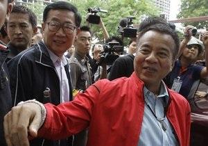 Еще два лидера таиландской оппозиции сдались властям