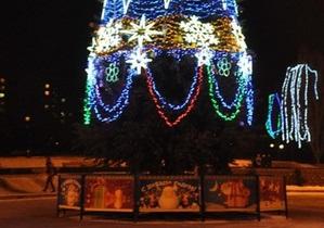 Под елкой наехали на людей - автомобиль наехал на людей на Новый год - Возле елки в Алчевске - Новости Алчевска - Новости Луганской области