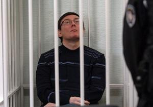 Суд обязал адвокатов Луценко ознакомиться с материалами дела до 16 мая