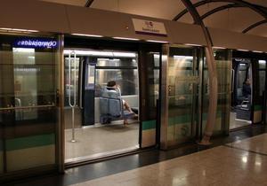 Во избежание суицидов. В киевском метро могут появиться стеклянные ограждения