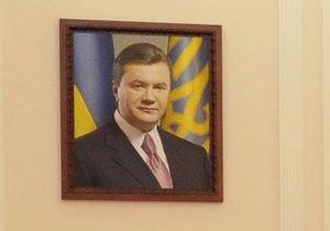 Экс-директор одной из школ Полтавской области заявляет, что его уволили за отказ повесить портрет Януковича