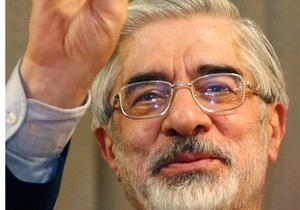 В Иране группа людей на мотоциклах напала на автомобиль лидера оппозиции