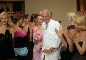 Сегодня легендарному дизайнеру Юберу де Живанши исполнилось 86 лет