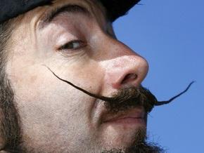 Исследование: Мужчины с усами зарабатывают больше