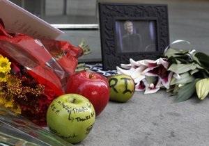 Поклонники Стива Джобса продолжают писать ему прощальные письма