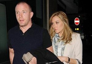 СМИ: Гай Ричи начал встречаться с женщиной, похожей на Мадонну