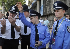 В Киеве милиционеры помогли найти ребенка, который потерялся  в толпе шведских болельщиков