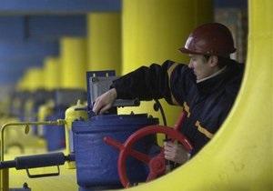 Азаров надеется в течение двух недель достичь компромисса по газовым договорам с Россией