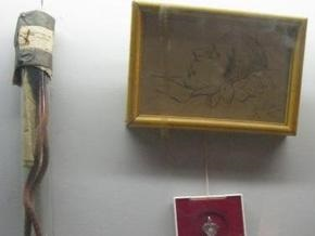 На аукцион выставлена веревка, на которой якобы повесился Сергей Есенин