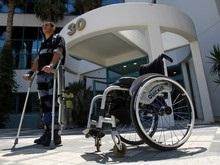 Инженер создал костюм-ходули для инвалидов