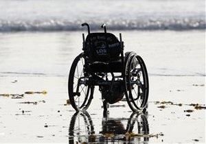 Первый в мире пациент, которому пересадили ноги, начал ходить
