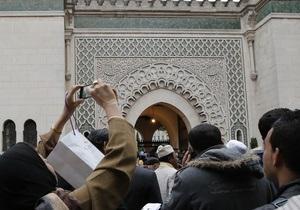 Во Франции по подозрению в подготовке теракта в мечети задержан военный