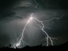 Украину продолжает штормить