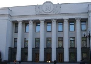 В Киеве из-за сильных дождей под зданием парламента Украины просел грунт