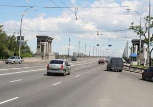 В Киеве на мосту Патона произошло ДТП при участии сотрудника милиции