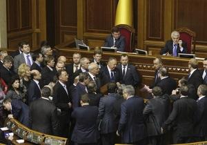 Оппозиция разблокировала президиум и трибуну Рады