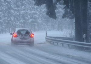 Похолодание: ГАИ призывает водителей сменить шины и быть осторожными