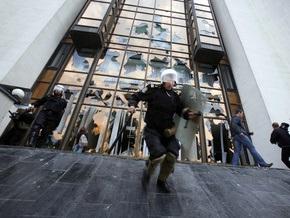 Власти Молдовы стянули к зданию правительства спецтехнику и подразделения полиции