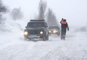 Снегопад парализовал сообщение между Донецком и Мариуполем