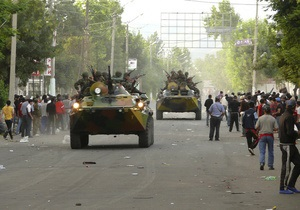 Число погибших в Оше и окрестностях превысило 40 человек. В Бишкеке милиция разгоняет митинг