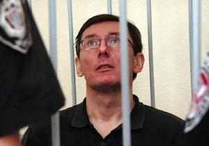 Опрос: Более половины украинцев считают, что власть использует уголовные дела для борьбы оппозицией