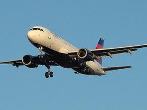 В США пассажирский самолет пролетел мимо аэропорта из-за невнимательности пилотов